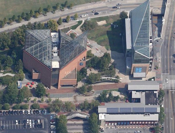 The Tennessee Aquarium In Chattanooga Therealplaces