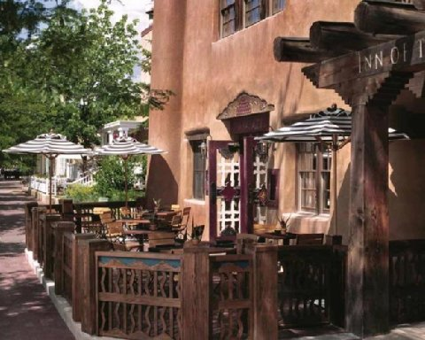 Photo of exterior of the Rosewood Inn of the Anasazi in Santa Fe