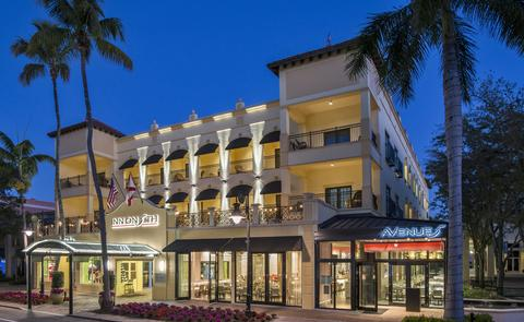 Photo of exterior of Inn on Fifth Avenue in Naples, Florida