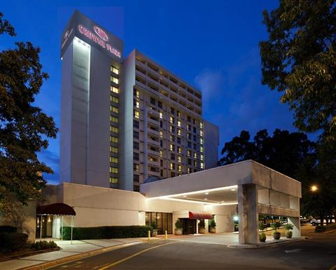 Exterior photo of Crowne Plaza Charlotte Executive Park