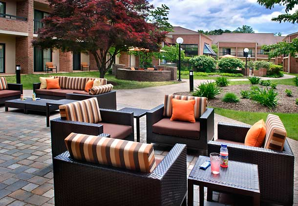 Photo of exterior courtyard at Courtyard by Marriott Hartford Windsor