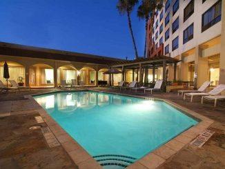 Swimming pool at DoubleTree by Hilton San Antonio Downtown