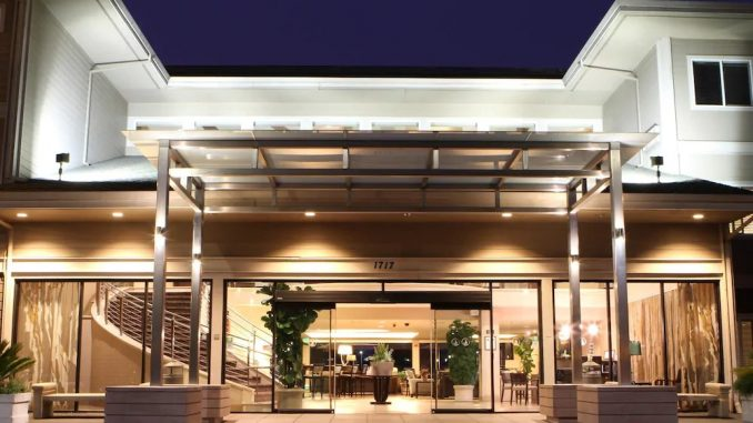 Entrance to the Best Western Plus Bayside Hotel
